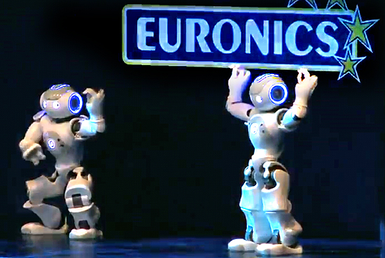 Bereits 2012 ließ Euronics auf der IFA die Roboter tanzen. Damals war von KI kaum die Rede.
