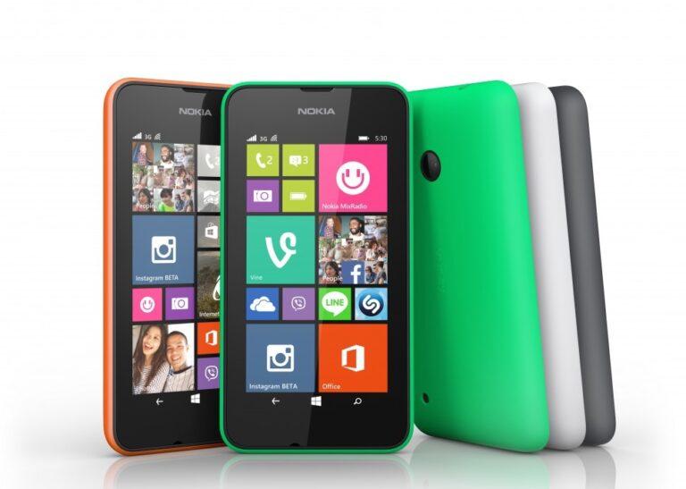 Viele, viele bunte Kacheln. Windows Phone, wie hier im Lumia 1020, war nicht perfekt, aber wenigstens anders.