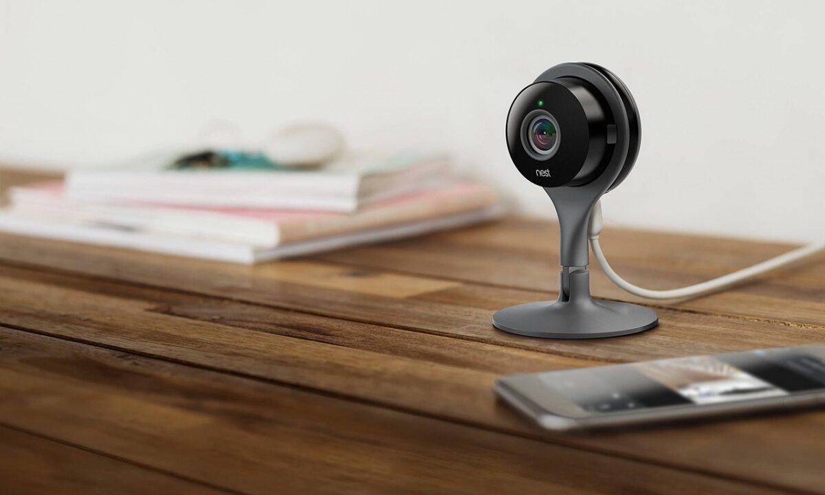 Googles Nest Cam beobachtet das Smart Home von innen