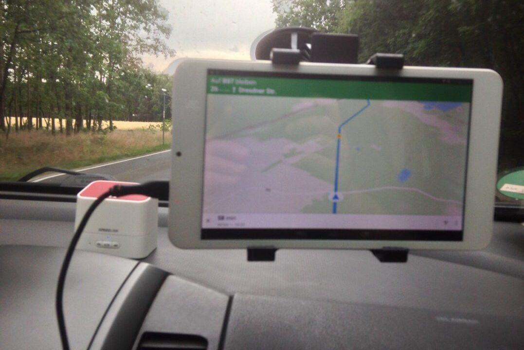 Das Tablet als Navigationsgerät fürs Auto. So geht's für wenig Geld!