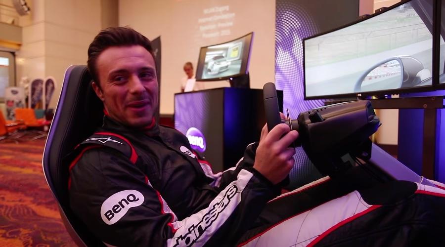 Ein Monitor speziell für Racing Games: Rennfahrer Thomas Kramwinkel testet einen BenQ XR 3501