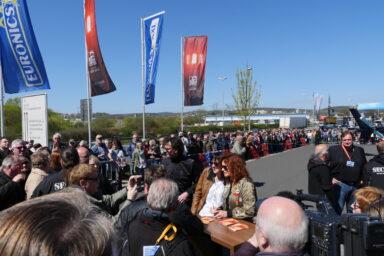 Hunderte Besucher wollten ein Autogramm von Andrea Berg.