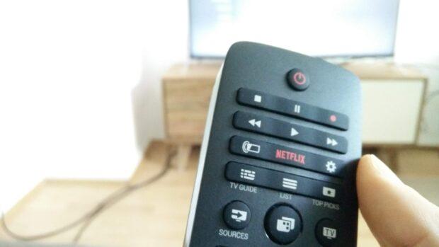 Der Philips 49 PUK 7100 hat einen eigenen Netflix-Button: Praktisch für Nutzer des Streaming-Portals