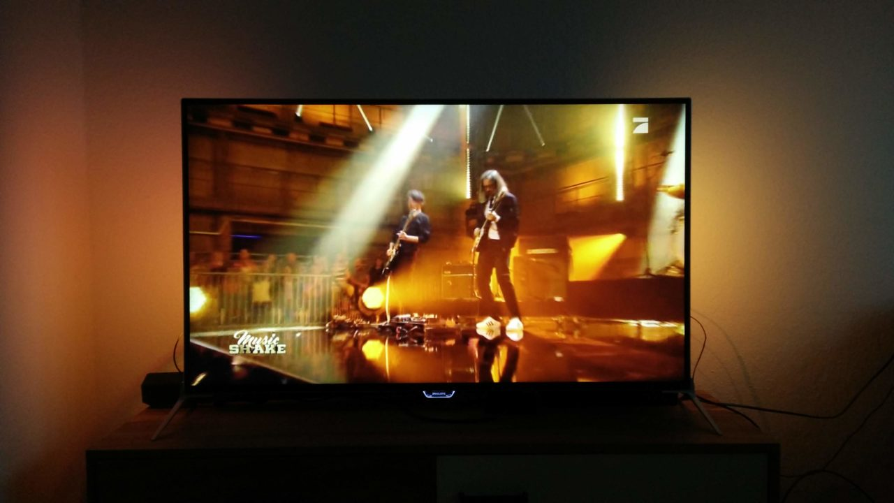 Philips 49 PUK 7100: Ambilight TV mit Ultra HD und Android TV im Test