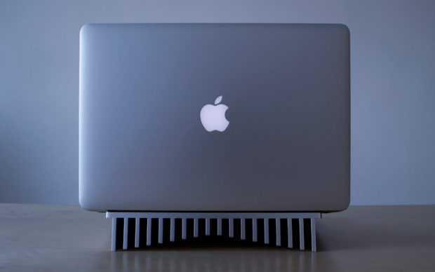 Aluminum Heatsink Laptop Stand (Bild: Bryan Wong)