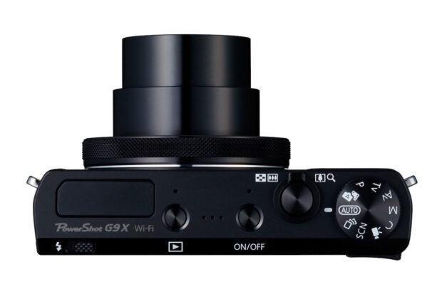 Kompaktkamera (Canon PowerShot G9 X): Schmales Gehäuse, fest integriertes Teleskopobjektiv, das beim Einschalten ausfährt. Bild: Canon