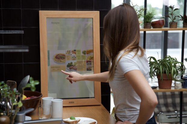 Ein großer Touchscreen? Nein, ein Spiegel. (Foto: Dirror)