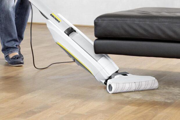 k rcher fc5 hartbodenreiniger saugt und wischt in einem euronics trendblog. Black Bedroom Furniture Sets. Home Design Ideas