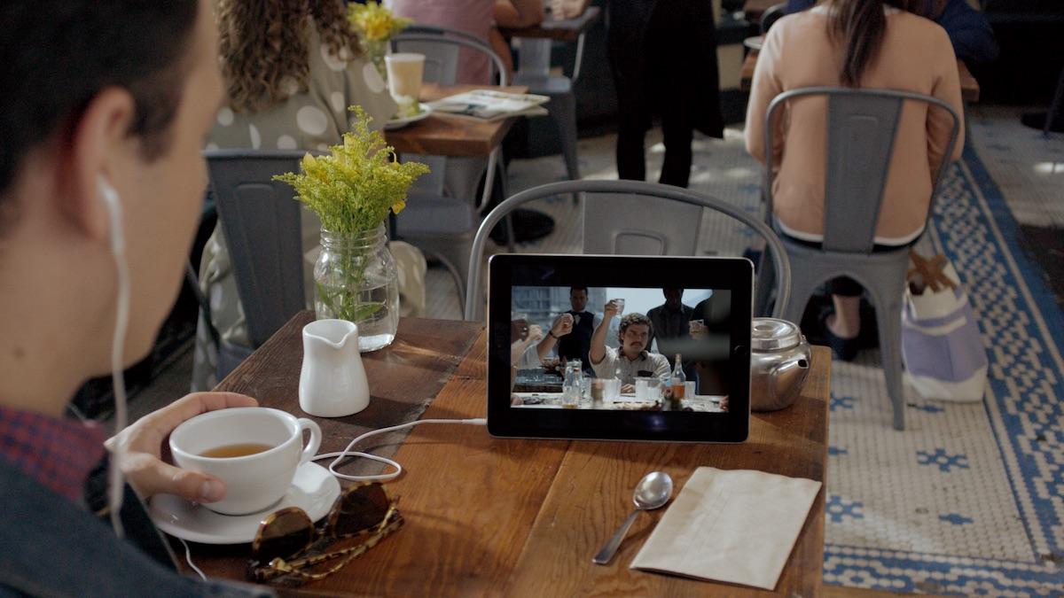 Über 5G wird sich Netflix auch unterwegs in hoher Qualität streamen lassen (Bild: Netflix)