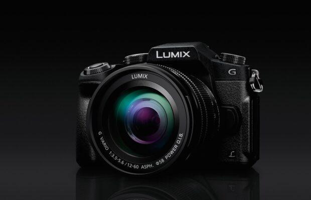 Systemkamera Lumix G81. Panasonic konkurriert hier mit Herstellern der meist noch größeren Spiegelreflexkameras.