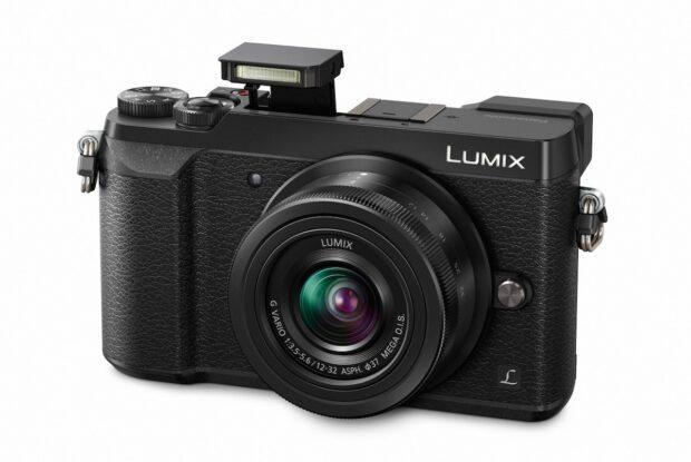Panasonic Systemkamera Lumix GX80. Objektiv lässt sich wechseln.