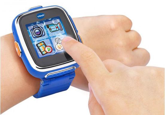 Die Smart Watch 2 von Vtech zeigt nicht nur die Uhrzeit, sondern vertreibt auch Langeweile (Bild: Vtech)