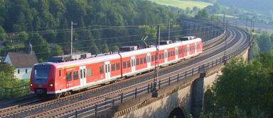 Am Ende des Viadukts in Altenbeken lauert ein Funkloch in allen drei Netzen (Bild: Deutsche Bahn)