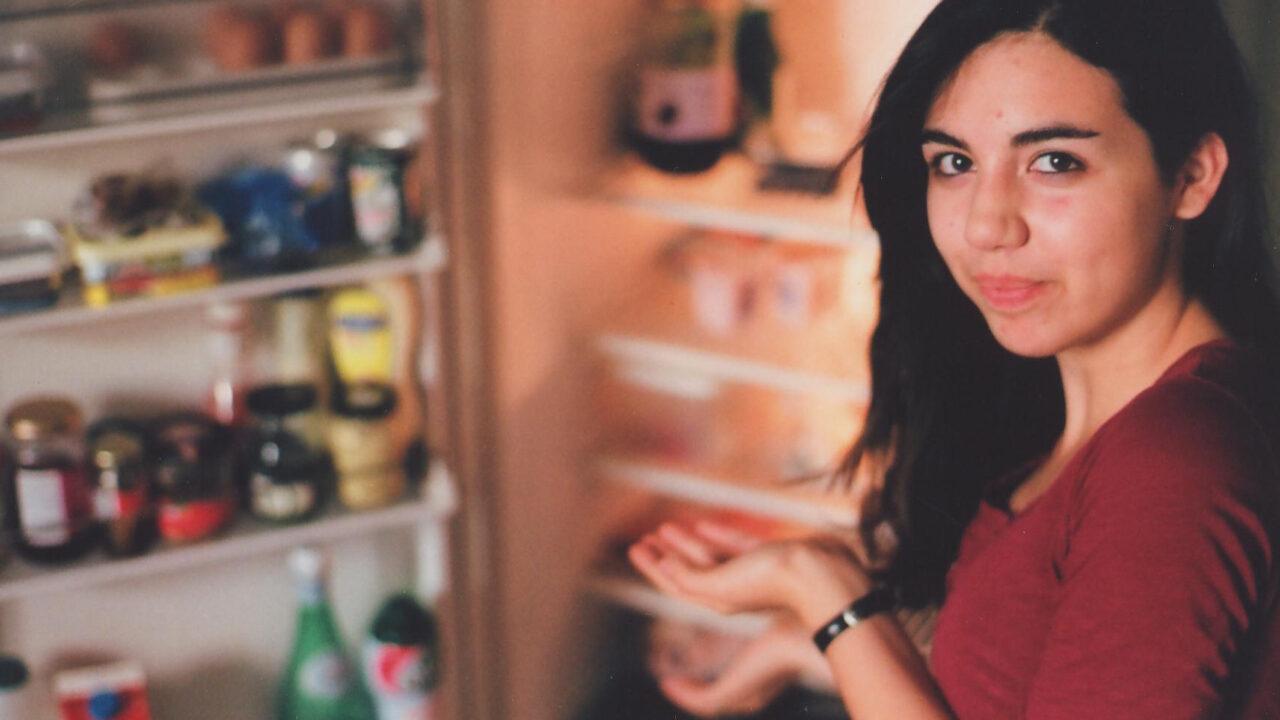 Technik erklärt: Weshalb es wärmer im Raum wird, wenn die Kühlschranktür offen steht
