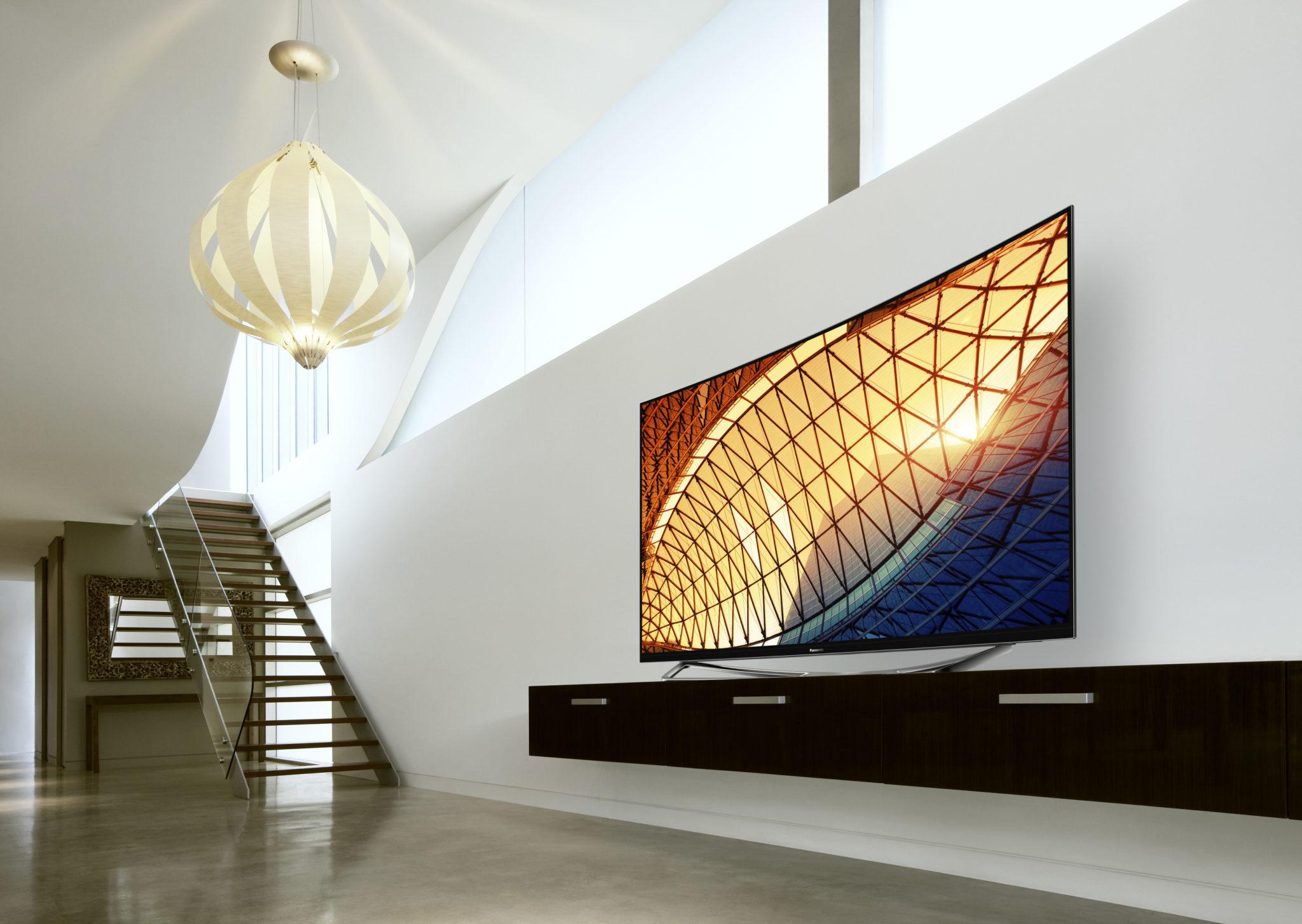 Panasonic bietet OLED-Fernseher im Curved-Desgin (Bild: Panasonic)