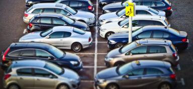 Autos auf dem Parkplatz (Bild: Pixabay)