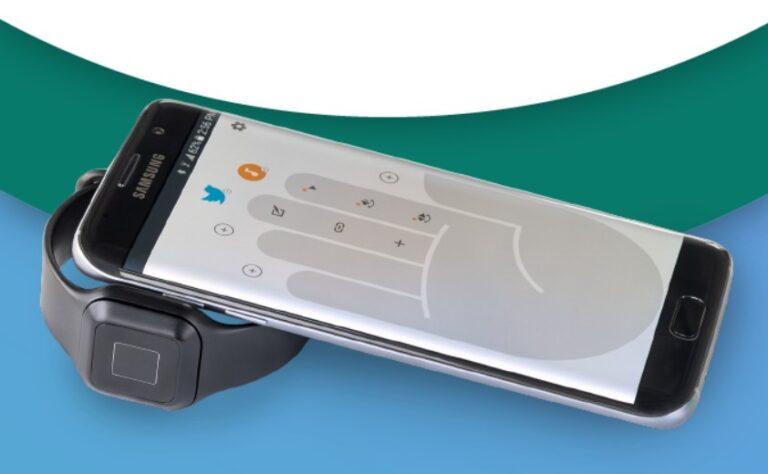 Der Button kann auch wie eine Smartwatch getragen werden. (Foto: Tapdo)