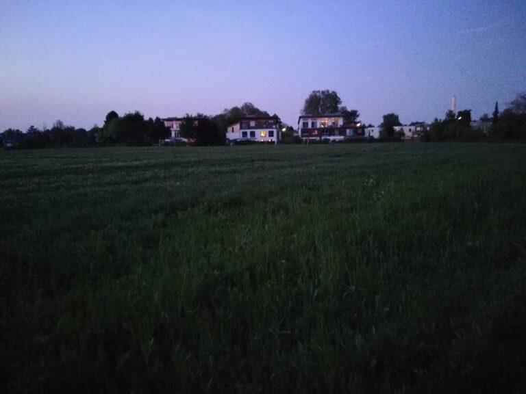 Dieses HDR-Bild vom Messdorfer Feld in Bonn in der Abenddämmerung sah auf dem Display des P10 Lite malerisch aus. Hier dann leider nicht mehr ganz so.