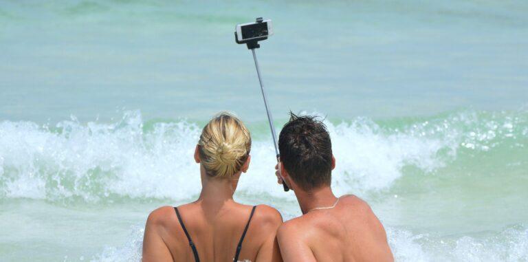 Selfie im Strandurlaub (Bild: Pixabay/Ben_Kerckx)
