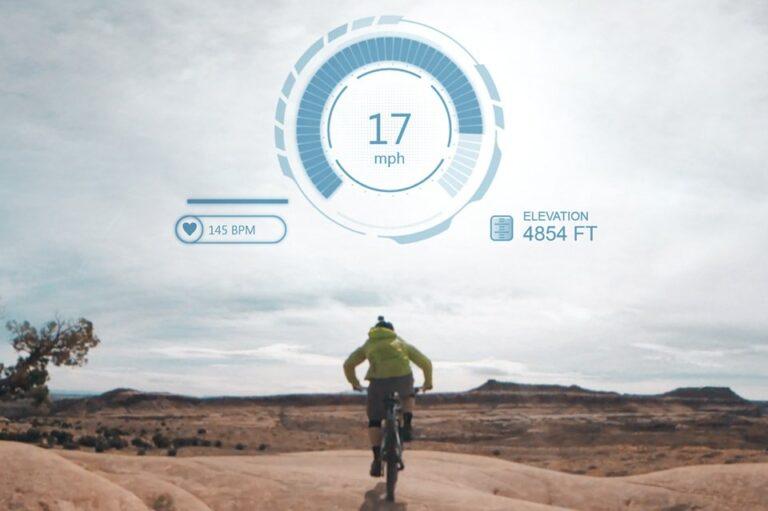Infos von integrierten Sensoren werden über das Videobild gelegt. (Foto: Garmin)