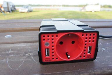 Bestek KFZ Gleichstromrichter mit Schuco-Steckdose