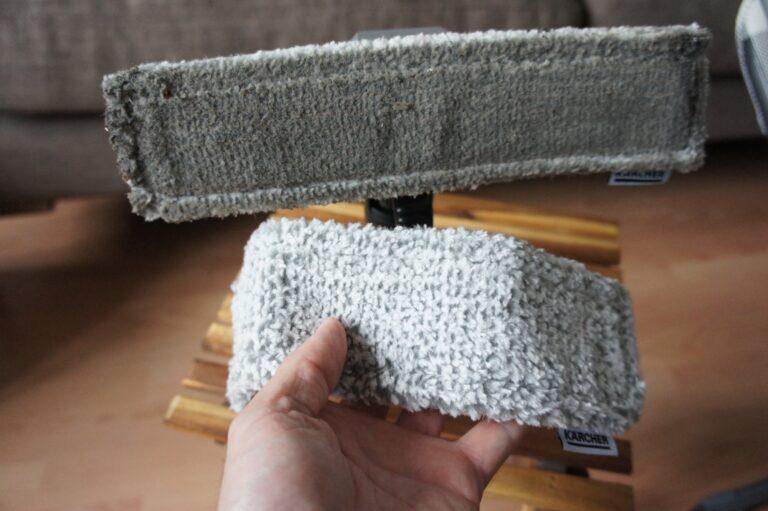 Das Mikrofasertuch (oben eins nach dem Einsatz, unten ein frisches) übernimmt die eigentliche Fensterreinigung.