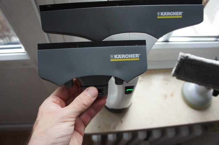 Kärcher WV2 Fenstersauger: Der Hersteller liefert zwei verschieden große Saugköpfe mit.