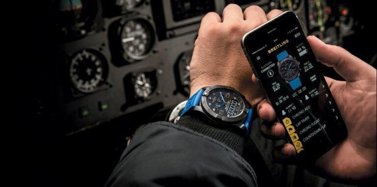 Die Smartwatch Breitling Exospace B55 Connected wird über eine Smartphone-App eingerichtet (Bild: Breitling)