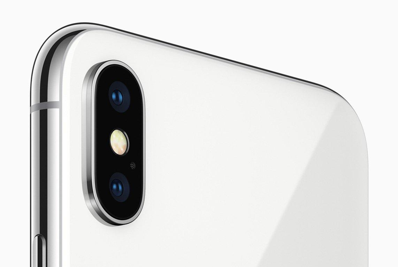 iPhone X: Schlankes Gerät, doch mit einem ordentlichen Klotz auf der Rückseite (Bild: Apple)