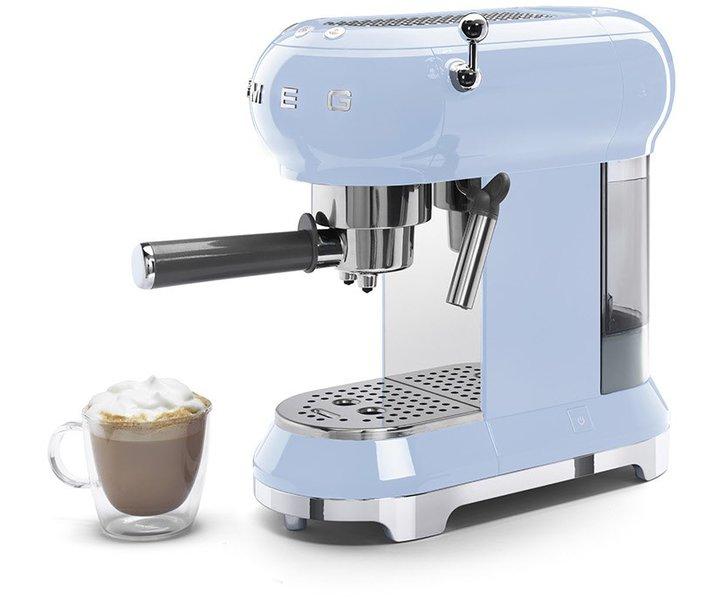 Klassisch und modern zugleich: Die Smeg ECF 01 PBEU Siebträger-Kaffeemaschine. (Foto: Smeg)