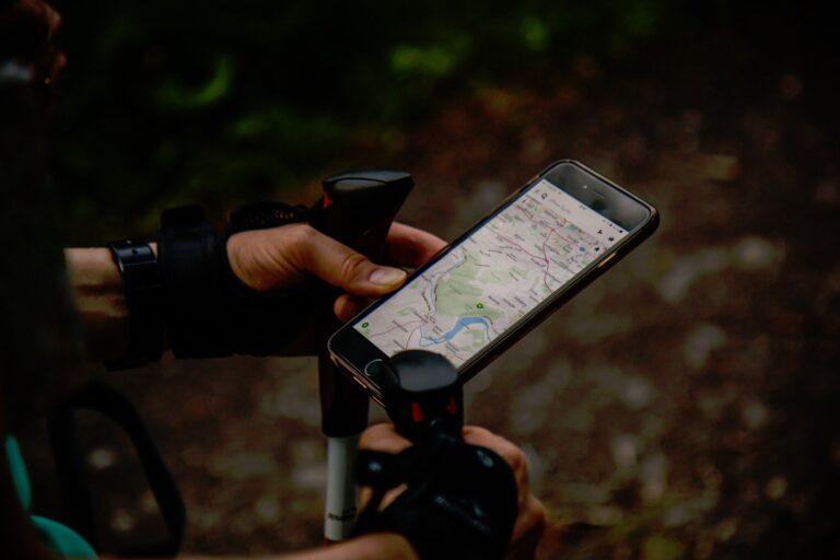 Auf Smartphones wird längst nicht mehr nur GPS zur Positionsbestimmung eingesetzt. (Bild: StockSnap unter CC0-Lizenz)