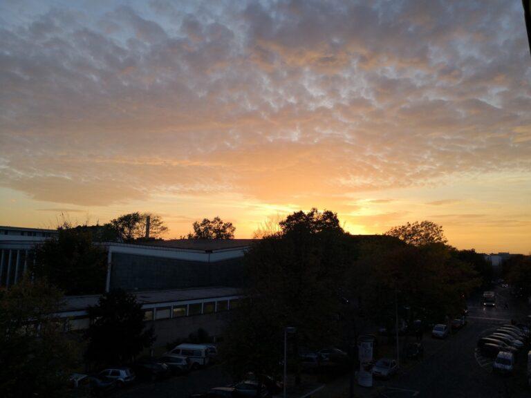 Und auch dieses Sonnenuntergangsfoto kann sich sehen lassen. Vor allem auch weil Details am Rande des Bild klar erkennbar sind.