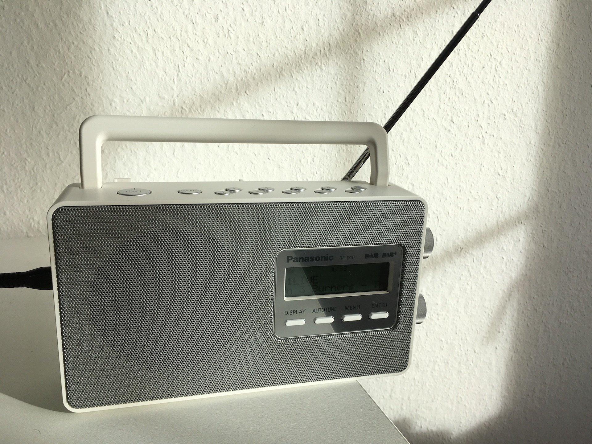 Panasonic RF D10: Auch bei DAB+ bleibt eine Antenne nach wie vor notwendig. Bild: Jürgen Vielmeier