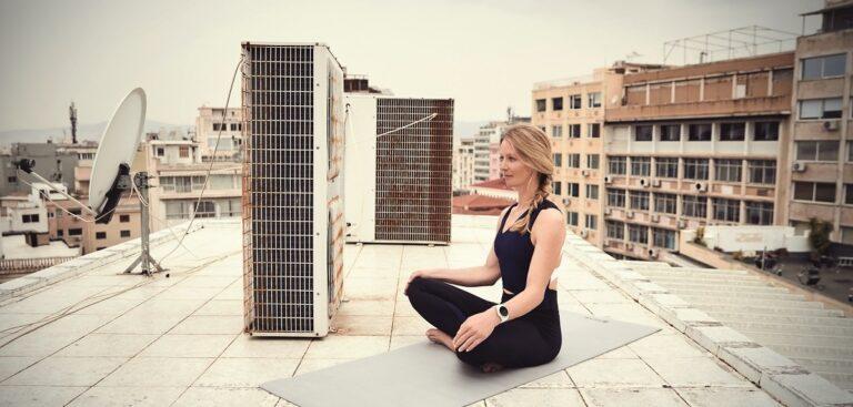 Mit der Garmin vívoactive 3 kannst Du auch Deine Yoga-Übungen tracken