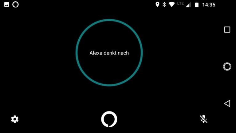 Alexa denkt nach – und hat die Antwort im Moto Smart Speaker meist schon kurz darauf.