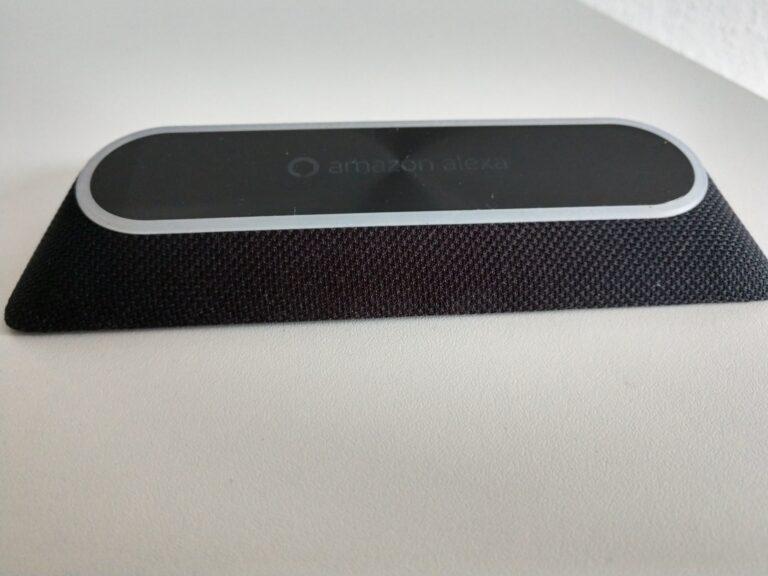 Volle Breitseite: Die Nutzung der Smartphone-Kamera ist nicht mehr gleichzeitig möglich, wenn der Moto Smart Speaker aufgesteckt ist.