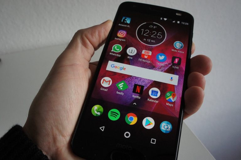 Bruchsicheres Display im Moto Z2 Force