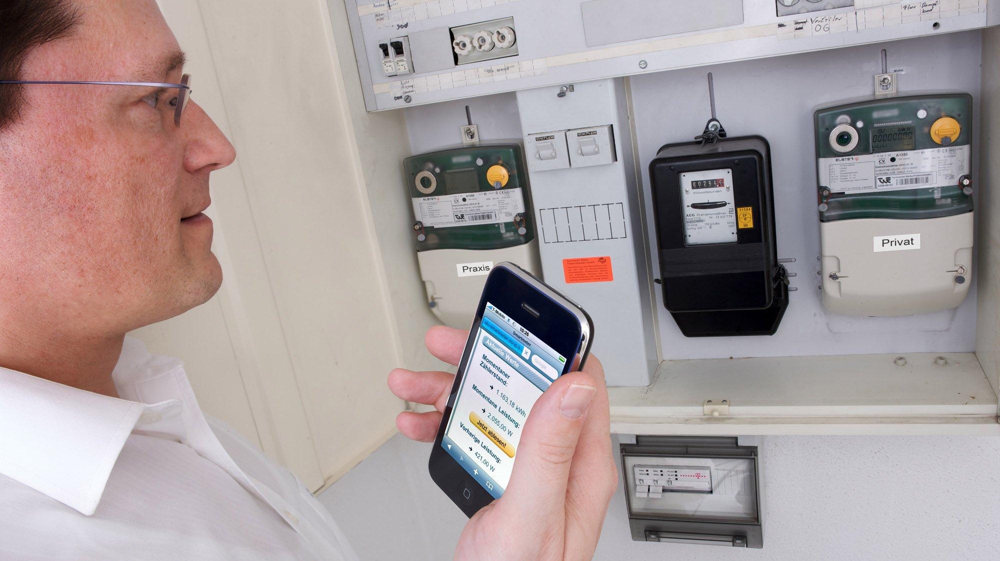 Ein elektronischer Stromzähler benötigt keine Funkanbindung. Er hat bereits eine Leitung. Hier der Zähler eines Telekom-Projekts in Friedrichshafen (Bild: Telekom)