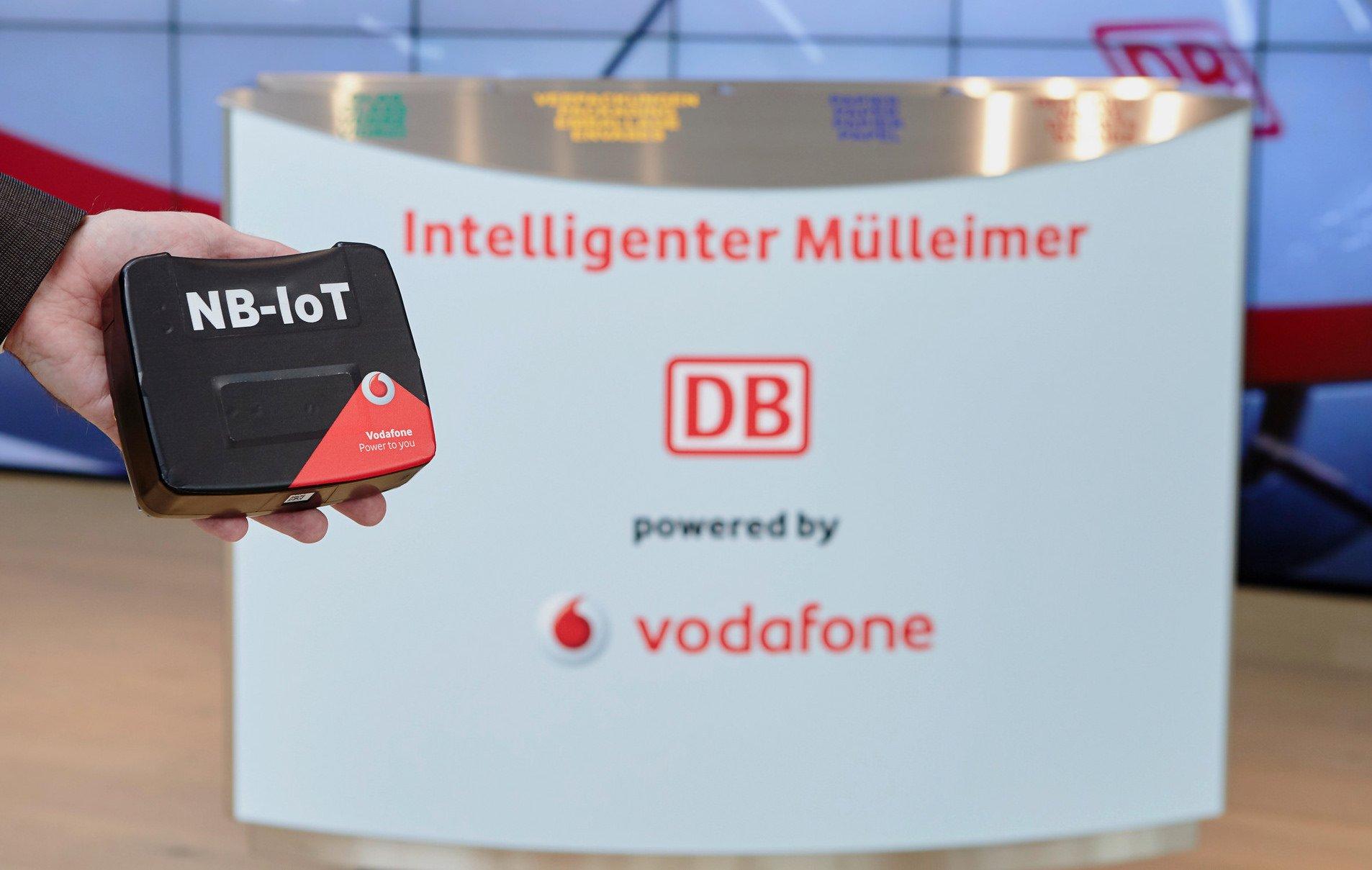 Dieser Mülleimer meldet sich per Narrowband-IoT von Vodafone, wenn er geleert werden kann (Bild: Vodafone)