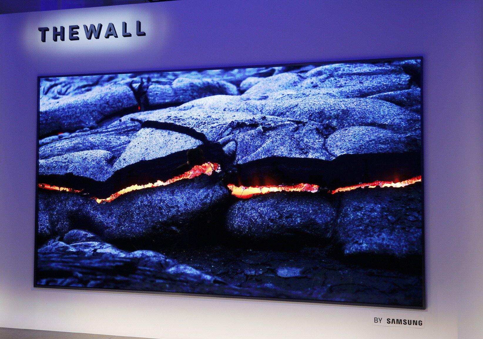 Micro-LED-Fernseher zeigen einen hohen Kontrast und satte Farben – ähnlich wie OLEDs (Bild: Samsung/Danny Moloshok/AP Images)