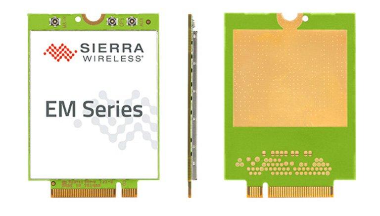 So sieht ein LTE-Modem für den Laptop aus: Unten wird es eingesteckt. Oben werden die Antennen verbunden (Bild: Sierra)
