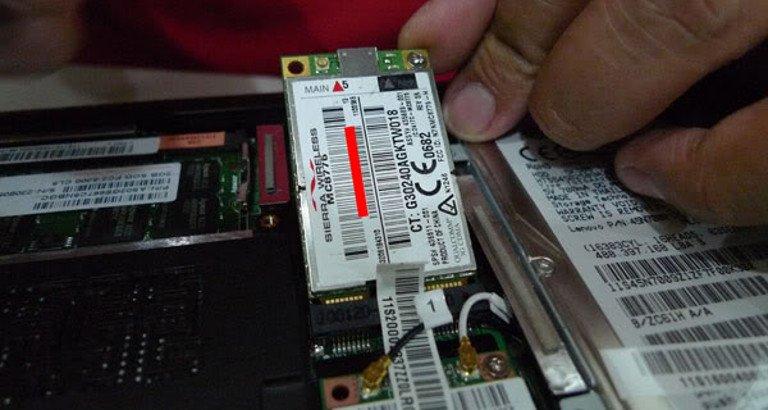 Ein Sierra-Modem im Lenovo-Laptop: Jetzt nur  noch herunterklappen und die Antenne anschließen (Bild: http://lenovoipad.blogspot.de)