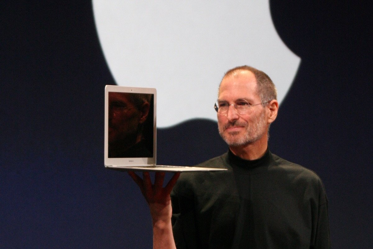 Steve Jobs erstes MacBook Air auf der Mac World Expo 2008. Bild: Matthew Yohe