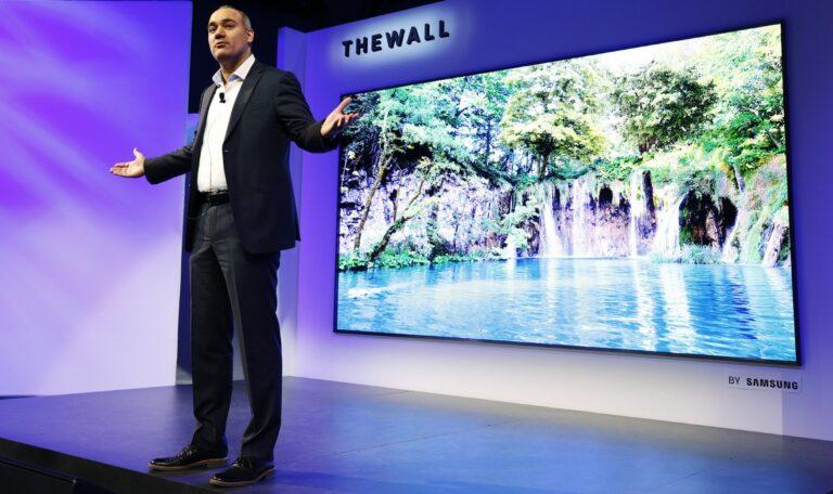 Samsung hat zur CES 2018 seinen ersten Fernseher mit Micro-LED-Technik vorgestellt: The Wall (Bild: Samsung/Danny Moloshok/AP Images)