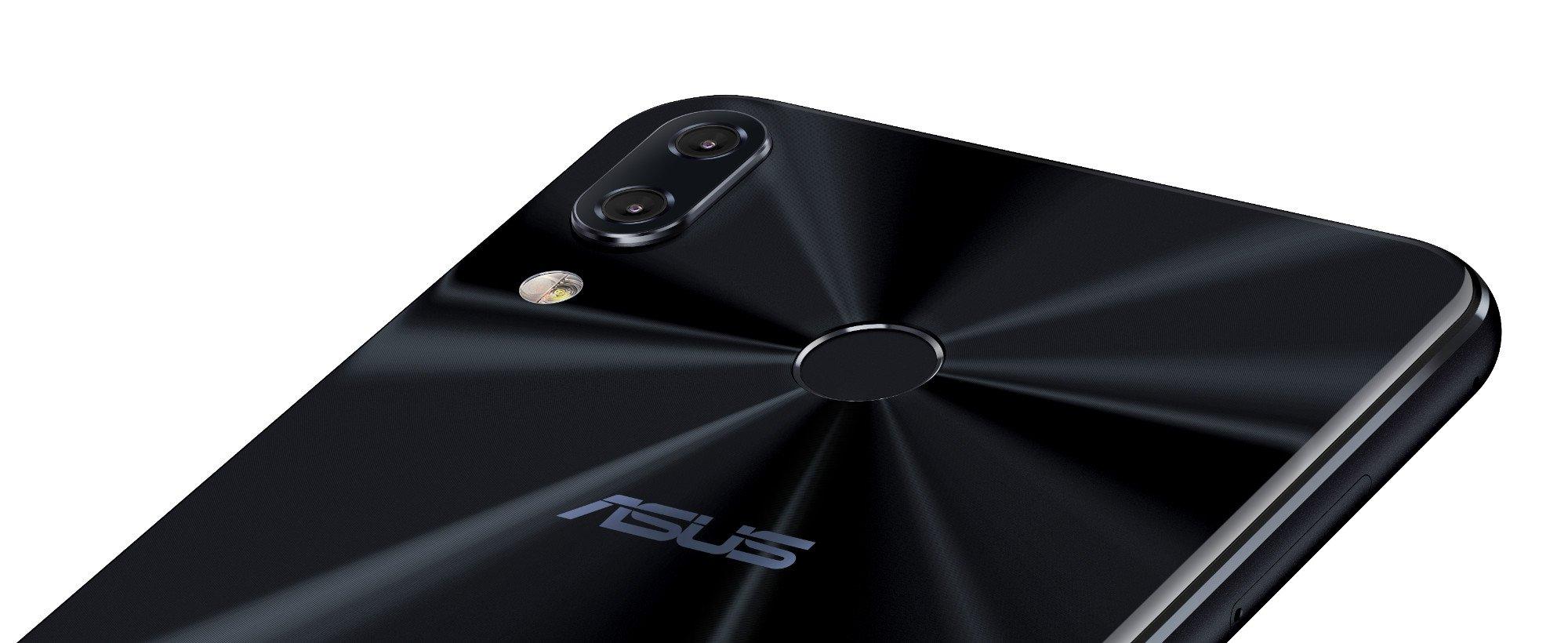 Das Asus ZenFone 5Z verfügt wie das iPhone X über einen Kamerabuckel (Bild: Asus)