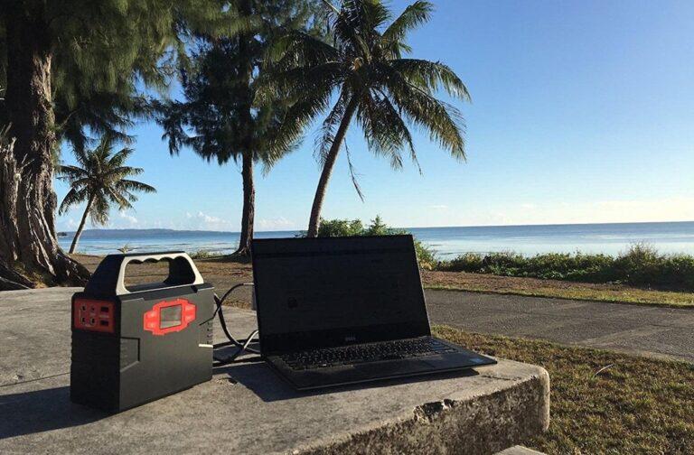 Hier fehlt noch das Solarpanel. Aber an eine Solarbatterie könnt ihr euren Laptop anschließen. Bild: Webetop