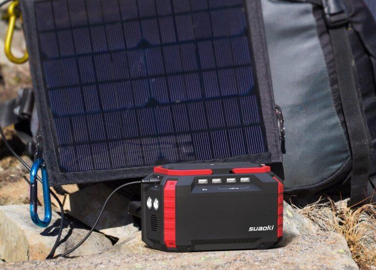 Kombilösung von Hersteller Suaoki: Faltbares Solarpanel lädt direkt eine Powerbank auf. Laptop wird daran angeschlossen. Bild: Suaoki
