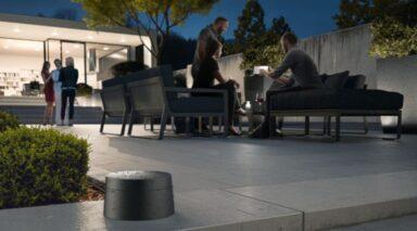 Der Devolo WiFi Outdoor Adapter ist gegen Schmutz und Regen geschützt, kann also dauerhaft draußen bleiben (Bild: Devolo)