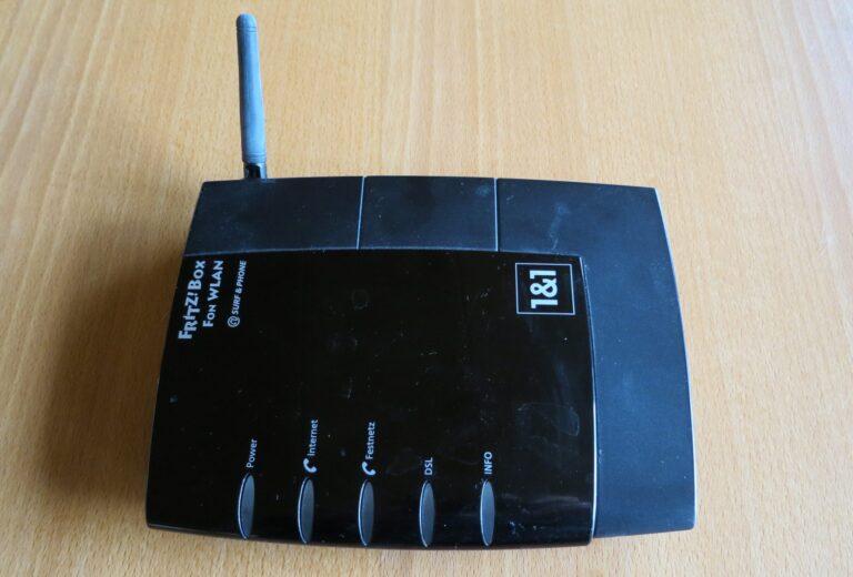 Diese Fritzbox Fon WLAN 7050 war 13 Jahre lang rund um die Uhr im Einsatz (Bild: Peter Giesecke)
