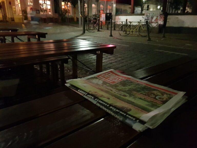 Dieses Bild ist mein persönliches Highlight mit dem Galaxy S9+, denn in Wahrheit war die Umgebung so schwach beleuchtet, dass ich die Zeitung nicht mehr lesen konnte. Dafür ist das Ergebnis sensationell.